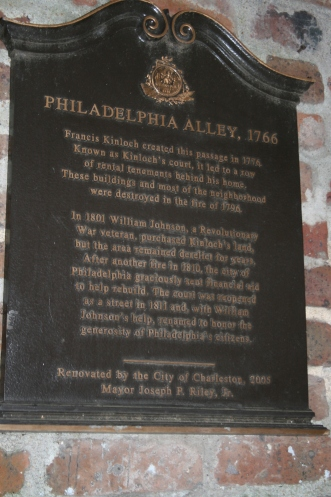 Lookie-Philadelphia Alley. We looked for a cache down here, but could not find it.